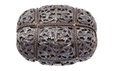 Exceptionnelle tabatière en fer du XVIIe